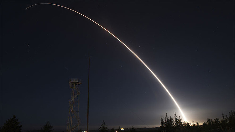 Obama cambia bruscamente su política nuclear antes de irse