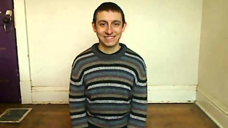 Video: Se sienta y sonríe durante cuatro horas por 221.ª vez