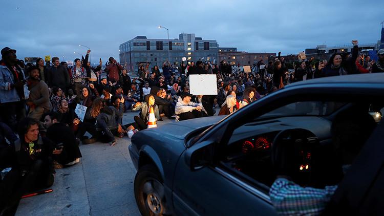 Protesta en EE.UU. tras la muerte de un joven latino a manos de policías en California