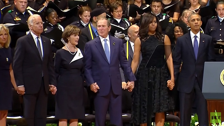 ¿Confundió George W. Bush los funerales en Dallas con la Navidad?: Así fue su extraño baile (Video)