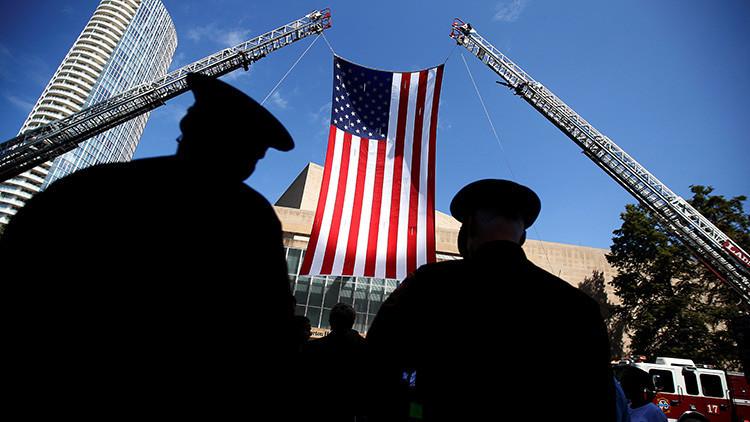 Varios agentes de policía asisten a los funerales tras la masacre de policías en Dallas, Texas, EE.UU., el 12 de julio de 2016.