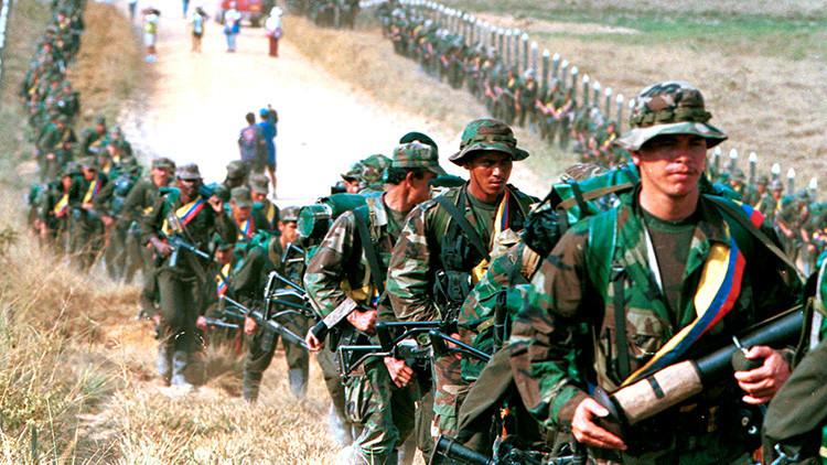 Habla el publicista chileno que ejerce como enfermero en las filas de las FARC