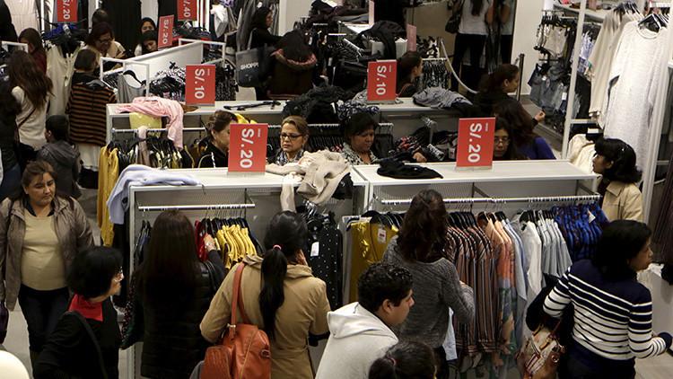 Lima: Batalla campal de mujeres por un par de zapatos