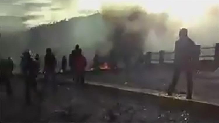 Fuertes imágenes: Un muerto tras los choques entre transportistas y antidisturbios en Colombia