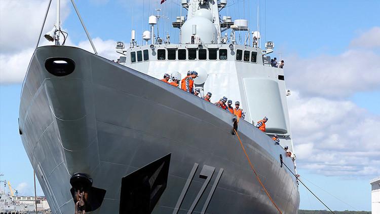 Pekín pone en servicio un nuevo destructor el día del fallo sobre el mar de la China Meridional