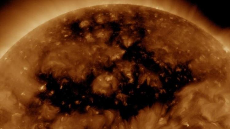 Video: Se forma en el Sol un gigantesco agujero coronal