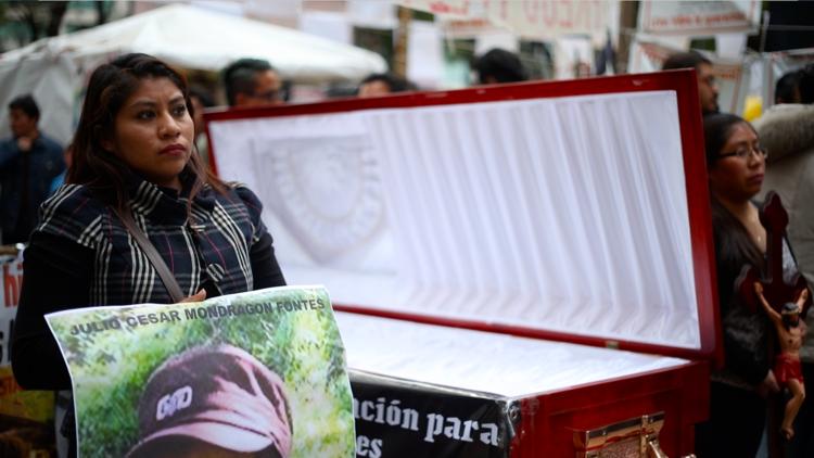 """Viuda de un normalista de Ayotzinapa a RT: """"Me decían que tenía que ver el lado bueno"""""""