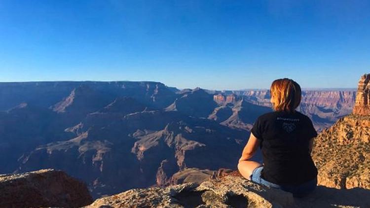 La última foto de una alta ejecutiva antes de caer del Gran Cañón del Colorado