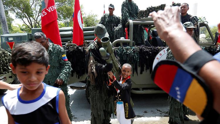 Venezuela suma al ejército en lucha contra el desabastecimiento