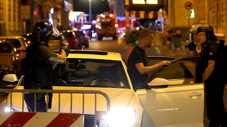 Dos fotos que resumen cómo se vivieron las horas posteriores al atentado en Niza