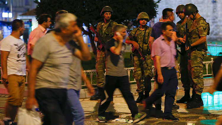 Erdogan llama a los ciudadanos turcos a salir a la calles para defender la democracia