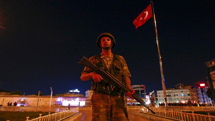 El Ejército griego activa el estado de alerta tras el golpe militar en Turquía