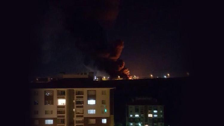 Helicópteros del Ejército disparan contra la sede de la televisión estatal en Ankara