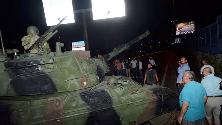 VIDEO: Los golpistas bombardean el Parlamento turco