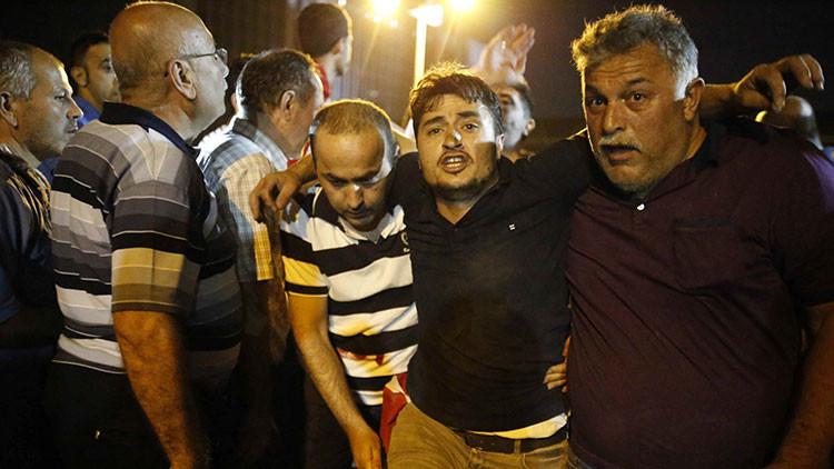 Un avión turco bombardea la plaza de Taksim en Estambul