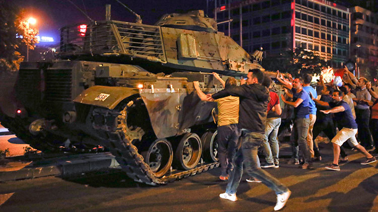 Así frenó la población el alzamiento militar en Turquía