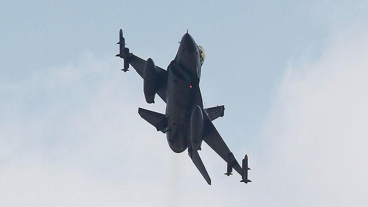 Vídeo: Un caza F-16 bombardea el palacio presidencial de Ankara