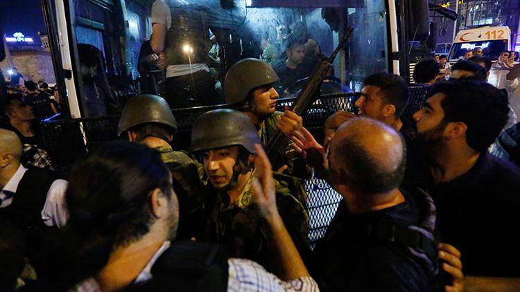 VIDEO: Grupos de militares golpistas se entregan a las autoridades