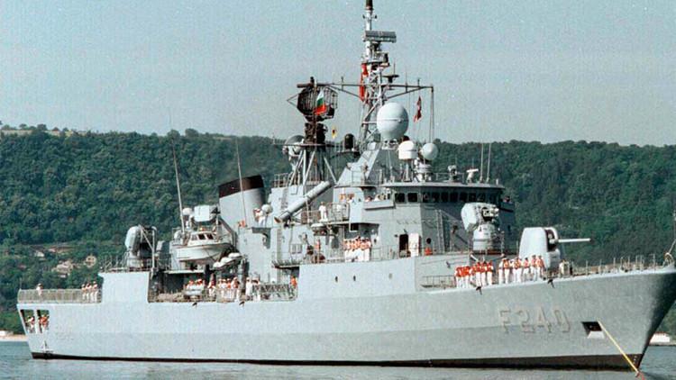 Golpistas secuestran una fragata y toman como rehén al comandante de la Armada turca
