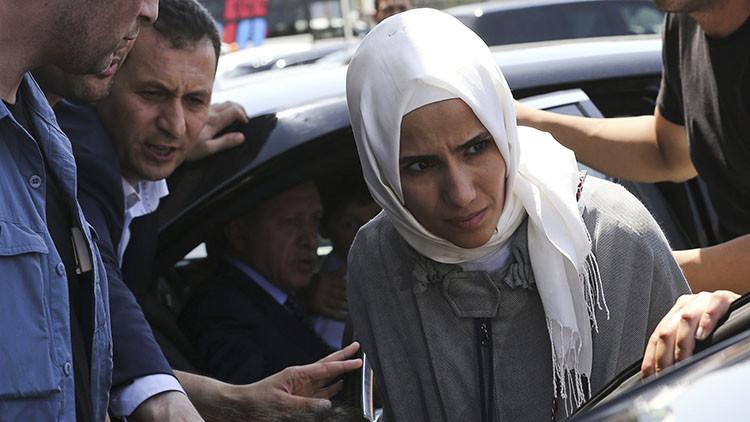 Erdogan habría partido del aeropuerto de Estambul con destino desconocido