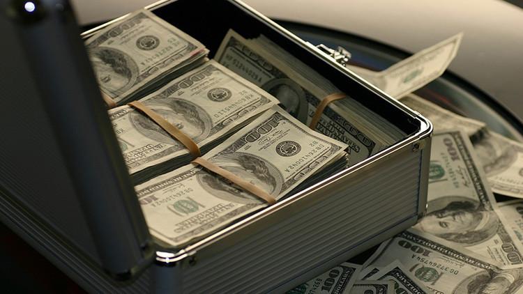 EE.UU.: Un misterioso filántropo esconde billetes de 100 dólares por toda una ciudad