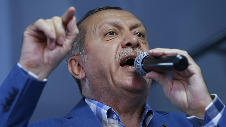 """Erdogan afirma que """"limpiará"""" las estructuras estatales del """"virus"""" que provocó el intento de golpe"""