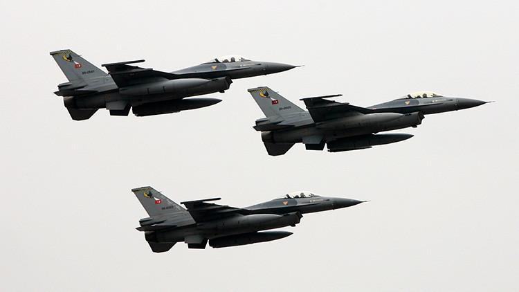 El presidente turco ordena que cazas militares vigilen el espacio aéreo de Turquía
