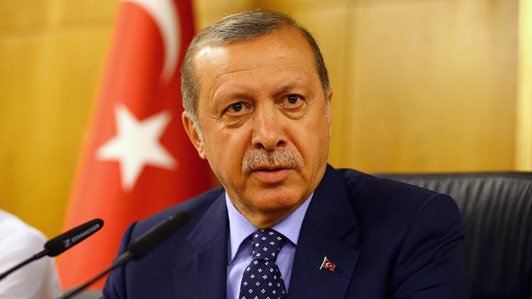 Cómo Erdogan logró salvarse por poco: 25 golpistas fueron a matarlo a bordo de tres helicópteros