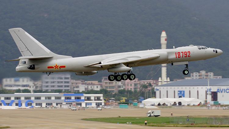 Crece la tensión en Asia Oriental: China envía un bombardero nuclear H-6K a las aguas en disputa