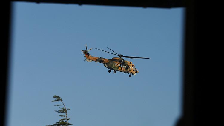 VIDEO: Un helicóptero dispara a un edificio estatal de Turquía y la gente huye presa del pánico