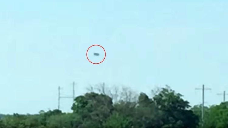 VIDEO: Filman un gran objeto misterioso en el cielo de Nueva York