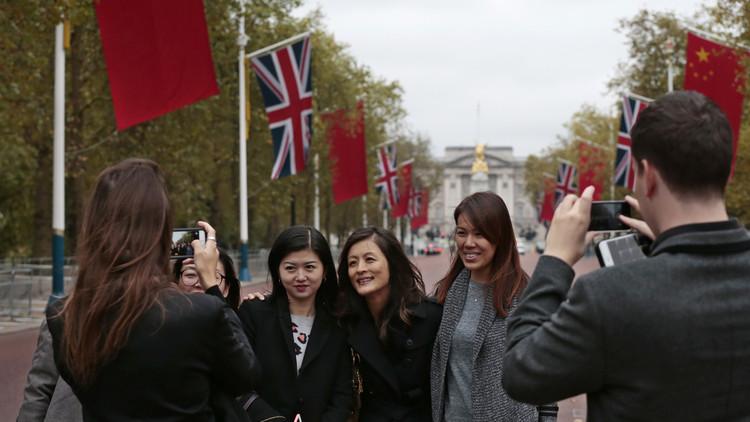 El pueblo inglés sin ningún atractivo que de repente fue 'invadido' por miles de turistas chinos