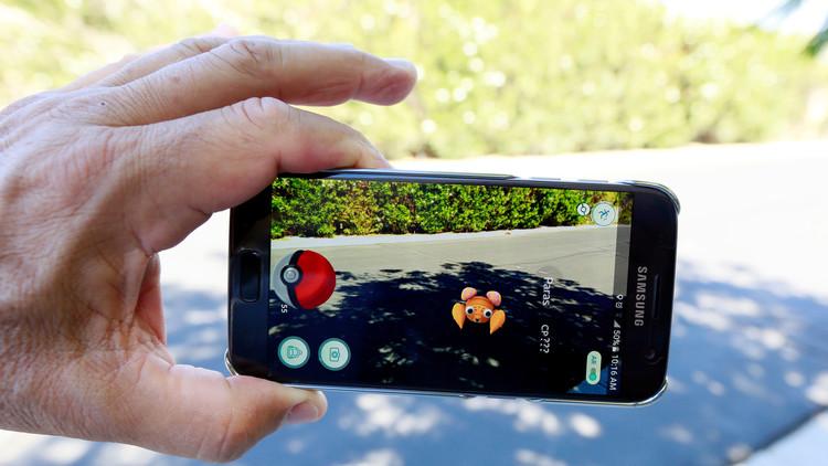 El juego Pokemon Go en la pantalla de un móvil en Palm Springs, California, EE.UU., 11 de julio de 2016.