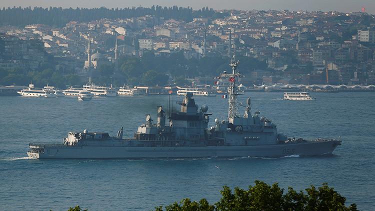 14 buques de guerra turcos fuertemente armados navegan fuera de control
