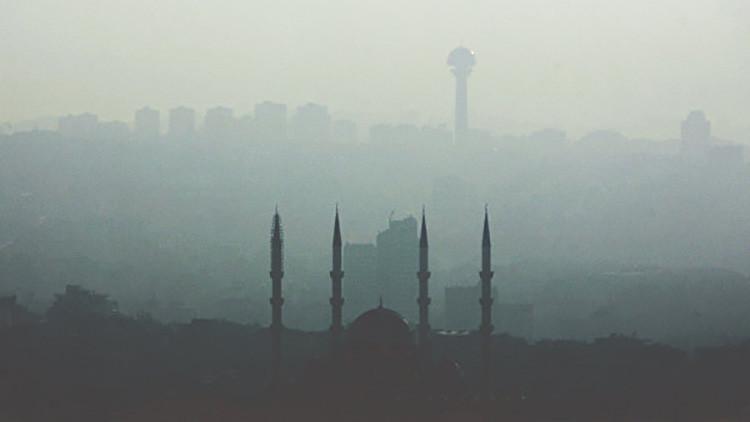 Se desata un gran incendio en el centro de la capital turca