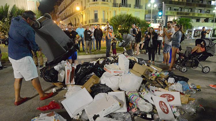 Video, fotos: Residentes de Niza convierten el lugar de la muerte del terrorista en un vertedero