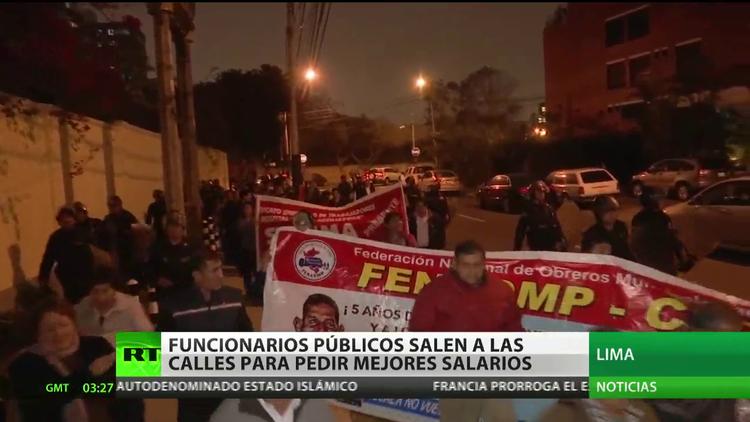 Perú: Funcionarios públicos salen a las calles para exigir mejores salarios