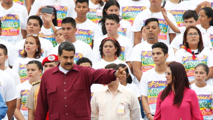 El líder venezolano, Nicolás Maduro, junto con su esposa, Cilia Flores, durante la celebración del 37.º aniversario de la revolución sandinista en Managua, Nicaragua, 19 julio de 2016.