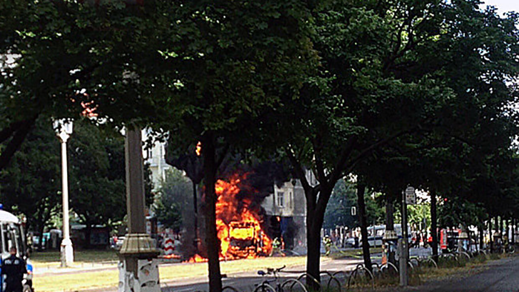 Video, fotos: Reportan un fuerte incendio en Berlín