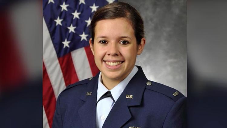 Hallan muerta en Emiratos Árabes Unidos a una teniente estadounidense nacida en Venezuela