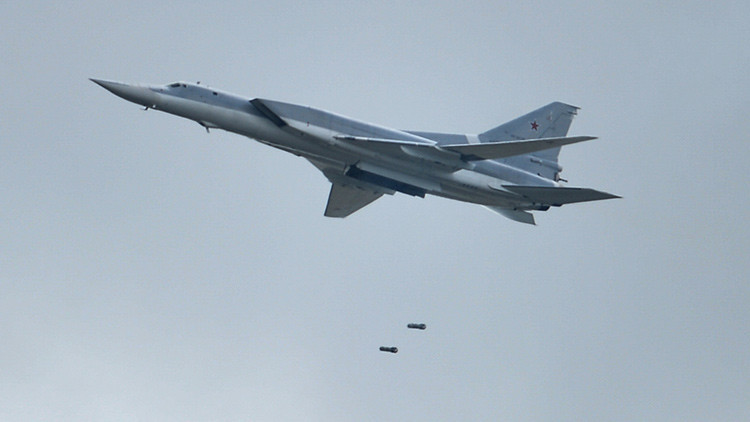 Video: Bombarderos rusos Tu-22M3 destruyen puestos de mando del Estado Islámico en Siria