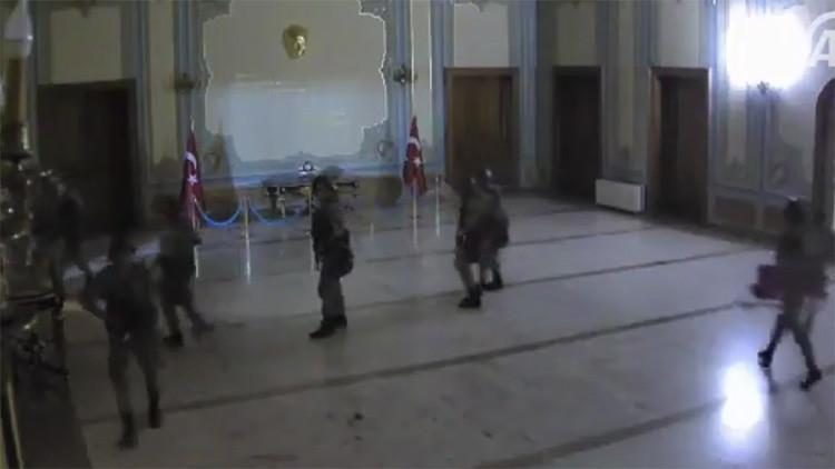 Publican el video de la toma del Ayuntamiento de Estambul por los rebeldes