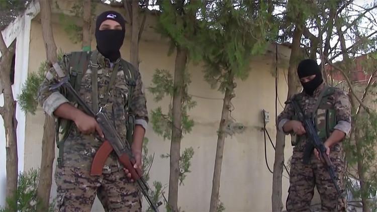Video: Detienen a miembros del Estado Islámico con ropa de mujer en la ciudad siria de  Manbij