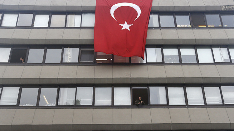 Turquía ordena detener a 42 periodistas