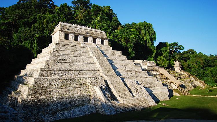 Descubren un canal que 'lleva al inframundo' bajo la tumba de un rey maya en México