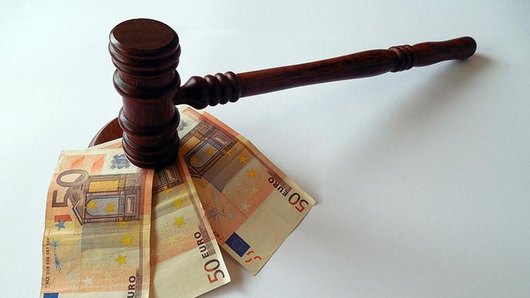 Sin precedentes: un juez británico falla que una mujer divorciada se ponga a trabajar