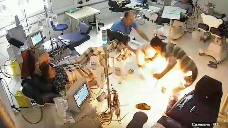 FUERTE VIDEO: Un hombre quema vivos a varios pacientes de un hospital