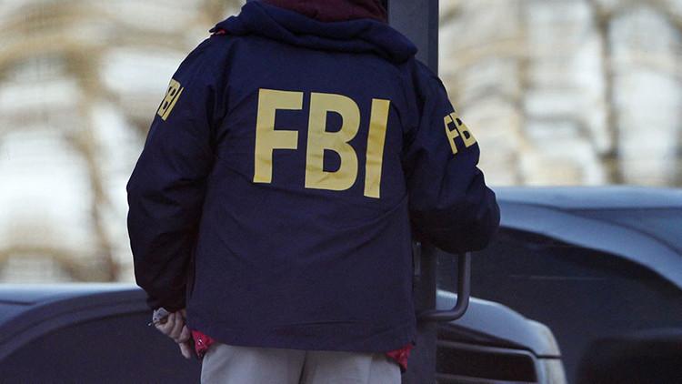 Un estadounidense choca su camión contra una sede del FBI