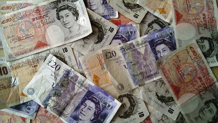 Reino Unido: Un hombre paga accidentalmente 1,3 millones de dólares por una cena en un restaurante