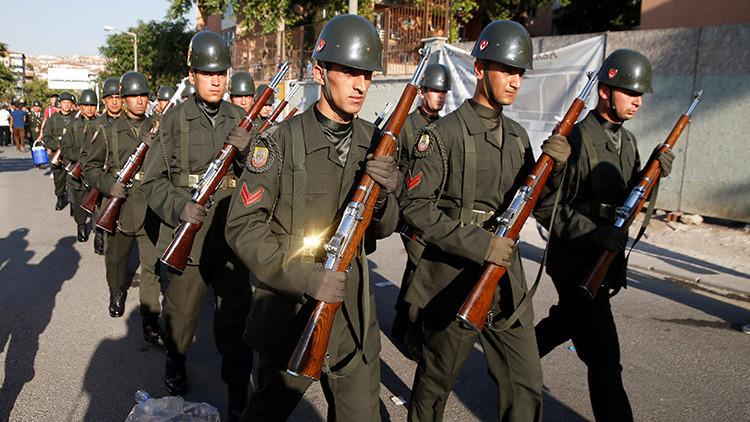 """Turquía: """"Hay más de 8.500 terroristas con uniforme en el Ejército"""""""